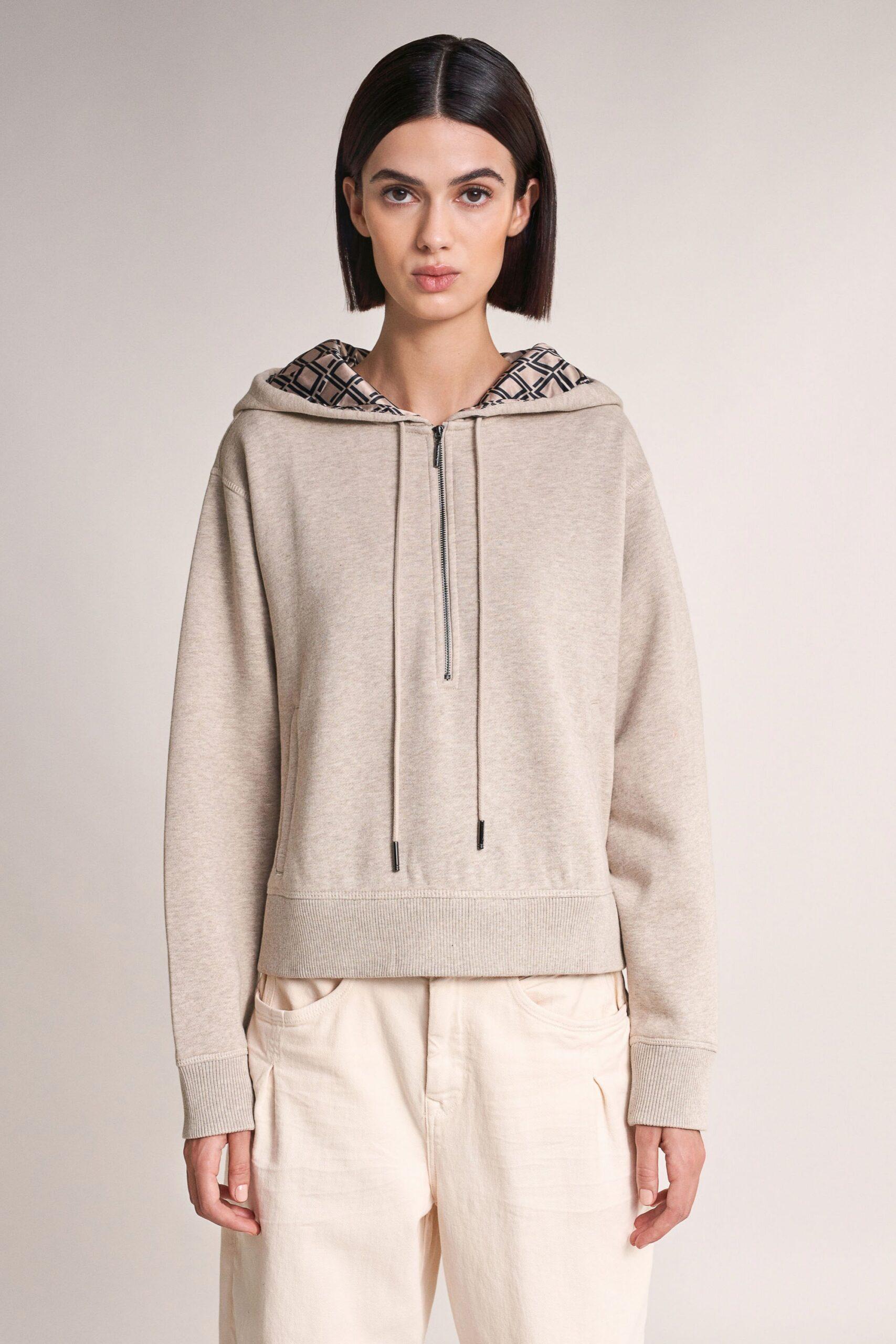Oversized sweatshirt with hood